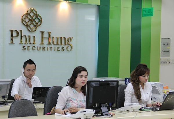 Phu Hung Securities signed up FiinPro® Platform to support Research activities